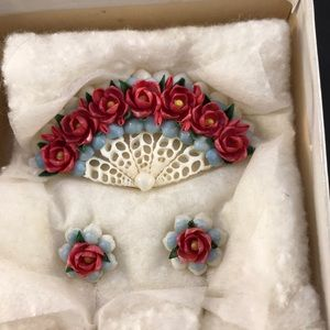 Vintage shell brooch and screw back earrings